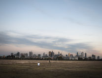 Horizon de ville de Melbourne avec le photographe Photos stock