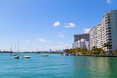 Horizon de ville de Miami des eaux de Miami Beach Photos libres de droits