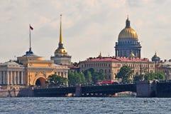 Horizon de ville de St Petersbourg Images libres de droits