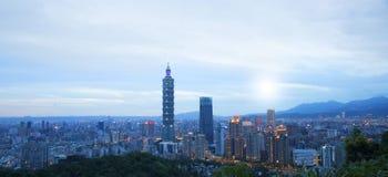 Horizon de ville de Taïpeh, Taïwan Image libre de droits