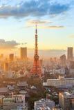 Horizon de ville de Tokyo au coucher du soleil à Tokyo Photographie stock