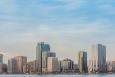 Horizon de ville du Charjah Photographie stock