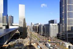 Horizon de ville et construction de gare de Rotterdam Photographie stock