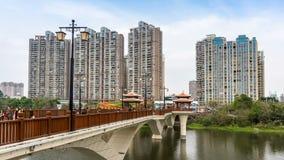 Horizon de ville et rivière de Jiulong banque de vidéos