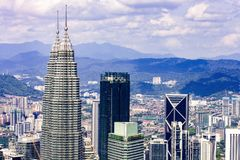 Horizon de ville de Kuala Lumpur avec des gratte-ciel, Malaisie photographie stock