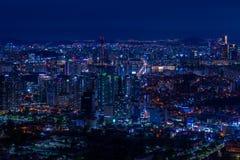 Horizon de ville de Séoul la nuit photographie stock