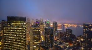 Horizon de ville de Seattle au crépuscule Paysage urbain du centre de Seattle photographie stock libre de droits
