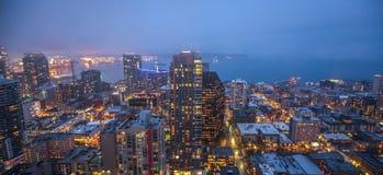 Horizon de ville de Seattle au crépuscule Paysage urbain du centre de Seattle image libre de droits