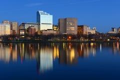 Horizon de West End de Boston la nuit, Etats-Unis Image stock
