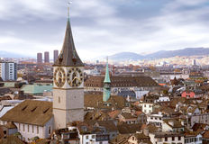 Horizon de Zurich avec l'horloge de tour Photos libres de droits