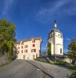Horizon des les Alpes de Seyne avec la chapelle Photo stock