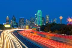 Horizon du centre de Dallas au crépuscule, le Texas images libres de droits