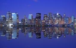 Horizon et réflexion de NYC Photographie stock libre de droits