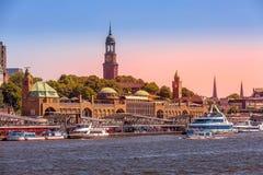 Horizon et rivière Elbe de l'Allemagne, de la Hambourg photographie stock