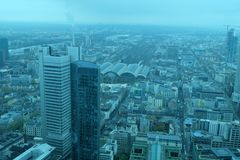 Horizon financier global de secteur de Francfort photo stock
