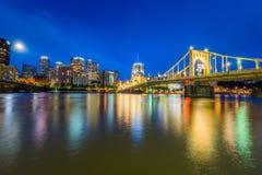 Horizon het Landen van van Pittsburgh, Pennsylvania fron Allegheny acros stock foto's