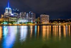 Horizon het Landen van van Pittsburgh, Pennsylvania fron Allegheny acros royalty-vrije stock foto
