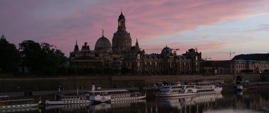 Horizon lumineux de Dresde dans la lumière de soirée image stock