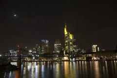 Horizon lumineux de Francfort sur Main pendant le Luminale 2014 Photos libres de droits