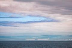 Horizon nuageux Minnesota du nord du lac Supérieur images stock