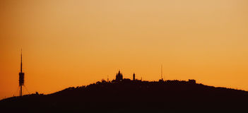 Horizon orange de coucher du soleil de Barcelone photos stock