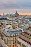 Horizon parisien avec l'église de Saint-Augustin au coucher du soleil Photo libre de droits