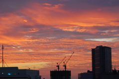 Horizon rouge du feu à Tokyo photographie stock libre de droits
