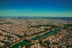 Horizon, Seine et bâtiments, vus à partir du dessus de Tour Eiffel à Paris Photographie stock libre de droits