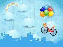 Horizon surréaliste avec les nuages et le vélo accrochants Photographie stock libre de droits