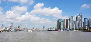 Horizon urbain d'horizontal Image stock