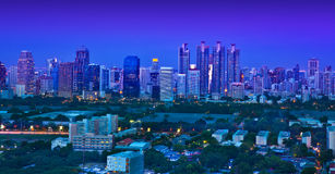 Horizon urbain de ville de nuit, Bangkok, Thaïlande. Image libre de droits