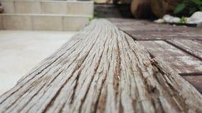Horizon urbain en bois de vue de basse vue image stock