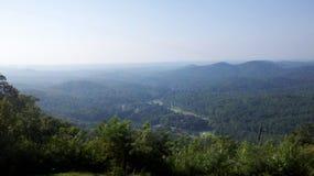 Horizon van de bergen van Georgië Stock Afbeeldingen
