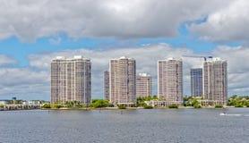 Horizon van de stad van Aventura in Miami, Florida. Stock Foto's