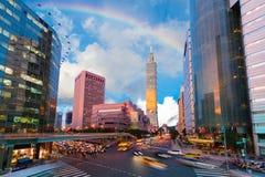 Horizon van de stad van Taipeh met 101 die bouwen Stock Foto's