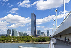Horizon van de Stad Wenen van Donau met de nieuwe gelijkstroom-Toren Stock Foto's
