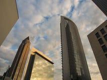 Horizon van dynamische bedrijfsgebouwen in Frankfurt, Duitsland Stock Foto's