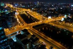 Horizon van Ho Chi Minh-stad 's nachts met slepen van lichten, Viet Royalty-vrije Stock Foto