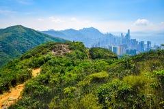 Horizon van Hong Kong zoals die van de berg wordt bekeken royalty-vrije stock foto's