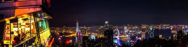 Horizon van Hongkong bij nacht stock fotografie
