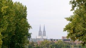 Horizon van Koln met de Dom kerk hoog boven alles Stock Foto