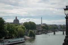 Horizon van Parijs met de toren van Eiffel op de achtergrond Stock Afbeelding