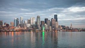 Horizon van Seattle in de avond Royalty-vrije Stock Fotografie