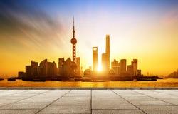 Horizon van Shanghai Pudong bij zonsopgang, China Stock Foto's