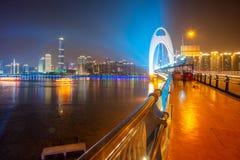Horizon van stad bij nacht stock foto's