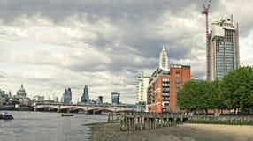 Horizon van Stad van Londen met Blackfriars-Brug Stock Foto's