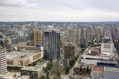 Horizon van Vancouver - oude kerk en nieuwe wolkenkrabbers Stock Afbeeldingen