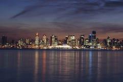 horizon Vancouver de crépuscule de ville Photographie stock libre de droits