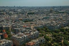 Horizon, verdure et bâtiments dans un jour ensoleillé, vu de Tour Eiffel à Paris Photos stock