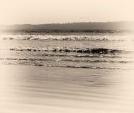 Horizon vibrant horizontal d'océan avec de marée photos libres de droits